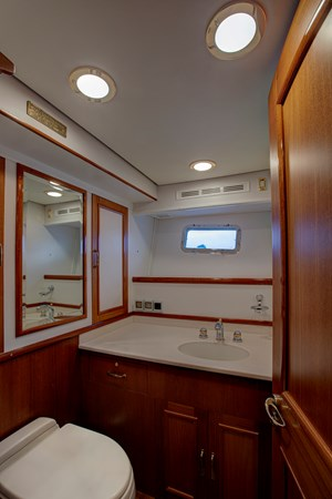 Master Head 2 2006 GRAND BANKS 59 Aleutian RP Motor Yacht 2690082