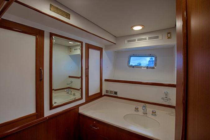 Master Head Vanity 2006 GRAND BANKS 59 Aleutian RP Motor Yacht 2690083
