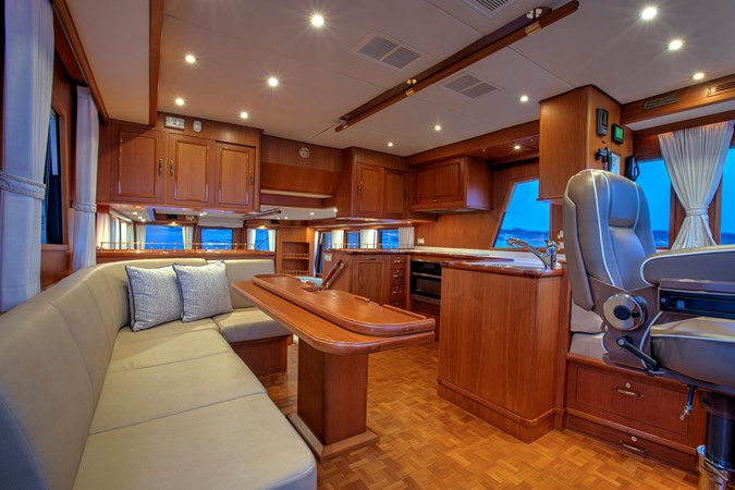 Pilothouse Dining 2 2006 GRAND BANKS 59 Aleutian RP Motor Yacht 2690089