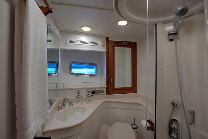 VIP - Guest Head 2006 GRAND BANKS 59 Aleutian RP Motor Yacht 2690142