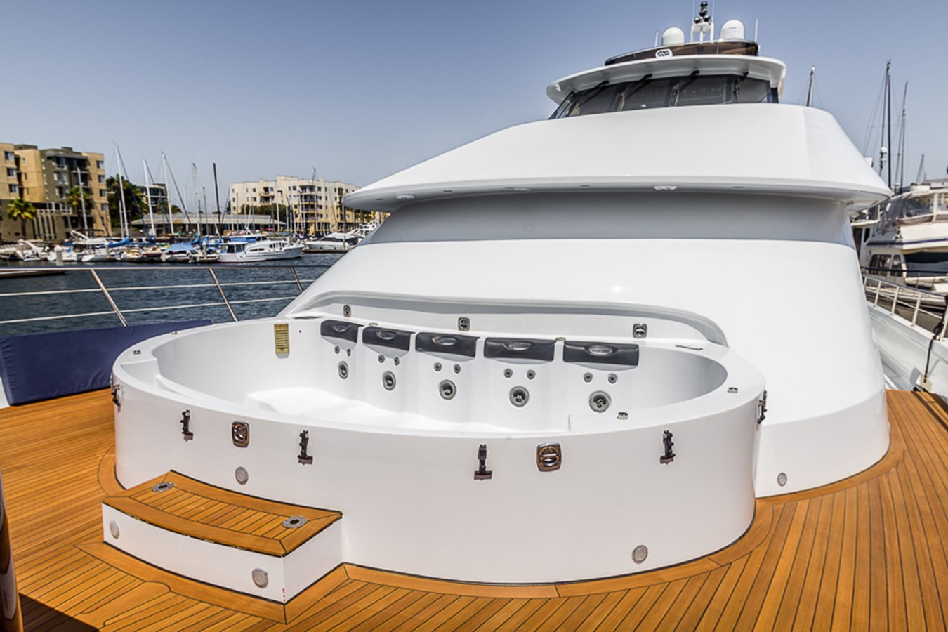 Jacuzzi - Cover Off  2009 PLATINUM  Motor Yacht 2693714