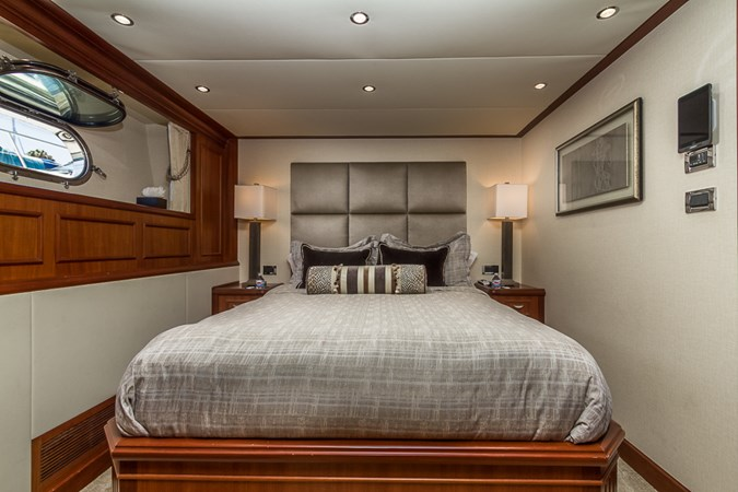 Guest Stateroom - Fwd.   2010 PLATINUM/BLUEWATER YACHT BLDRS  Motor Yacht 2693684