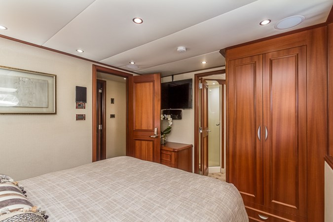 Guest Stateroom - Fwd.  2010 PLATINUM/BLUEWATER YACHT BLDRS  Motor Yacht 2693685