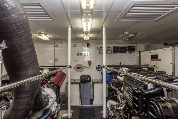 Engine Room 2010 PLATINUM/BLUEWATER YACHT BLDRS  Motor Yacht 2693696