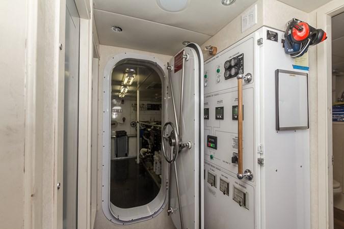 Engine Room 2010 PLATINUM/BLUEWATER YACHT BLDRS  Motor Yacht 2693708