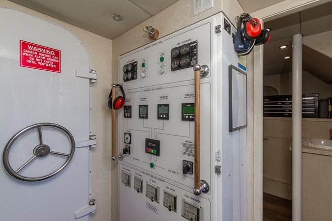 Engine Room 2010 PLATINUM/BLUEWATER YACHT BLDRS  Motor Yacht 2693709