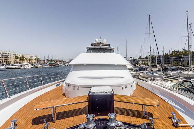 Bow  2010 PLATINUM/BLUEWATER YACHT BLDRS  Motor Yacht 2693711