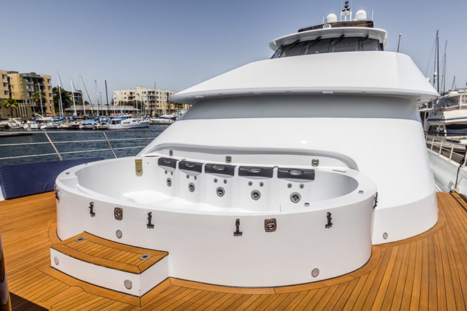 Jacuzzi - Cover Off  2010 PLATINUM/BLUEWATER YACHT BLDRS  Motor Yacht 2693714