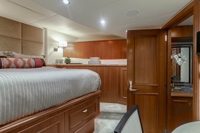 Guest Stateroom - Fwd.  2010 PLATINUM/BLUEWATER YACHT BLDRS  Motor Yacht 2693728