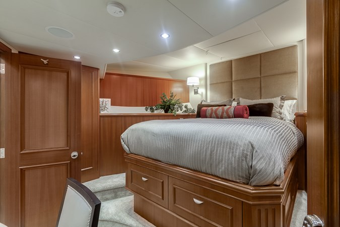 Guest Stateroom - Fwd. 2010 PLATINUM/BLUEWATER YACHT BLDRS  Motor Yacht 2693729
