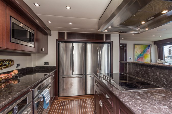 Galley 2010 PLATINUM/BLUEWATER YACHT BLDRS  Motor Yacht 2693735