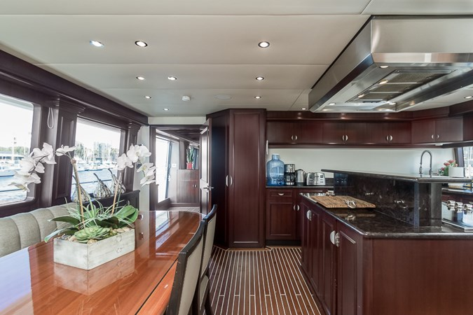 Galley Dining  2010 PLATINUM/BLUEWATER YACHT BLDRS  Motor Yacht 2693737