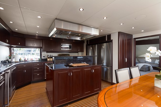 Galley 2010 PLATINUM/BLUEWATER YACHT BLDRS  Motor Yacht 2693738