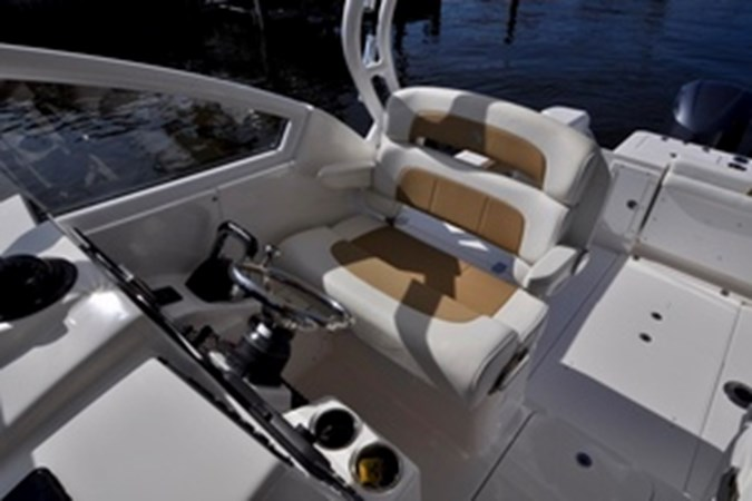 Helm Seat 2016 EDGEWATER 280 CX Center Console 2695131