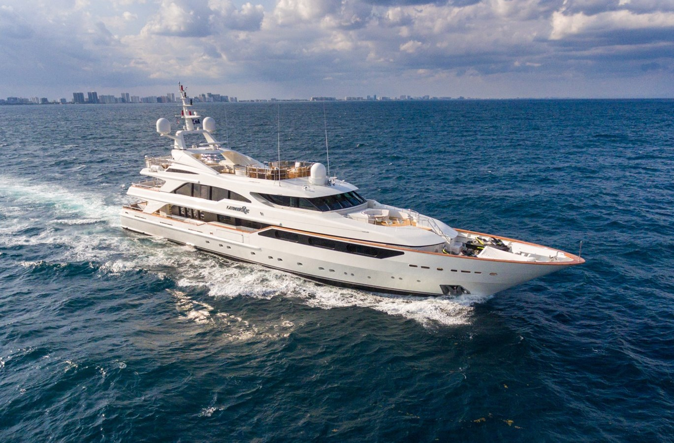 LUMIERE_Lo-2-credit Quin BISSET-16 profile maybe - 164 BENETTI For Sale