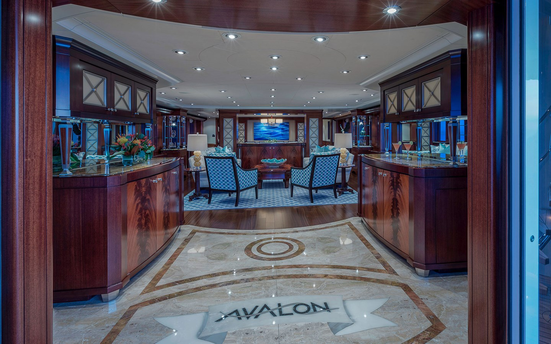 Main Salon - 151 DELTA For Sale