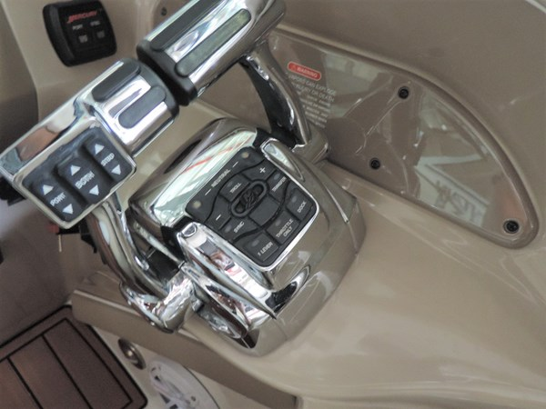 Controls 2011 SEA RAY 300 SLX Cruiser 2697670