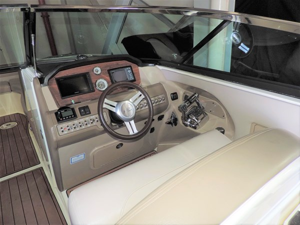 Helm 2011 SEA RAY 300 SLX Cruiser 2697681