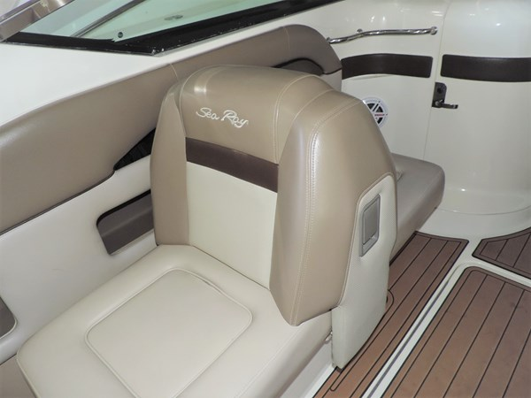 Seating 2011 SEA RAY 300 SLX Cruiser 2697688