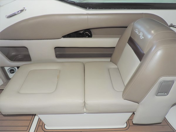 Seating 2011 SEA RAY 300 SLX Cruiser 2697689