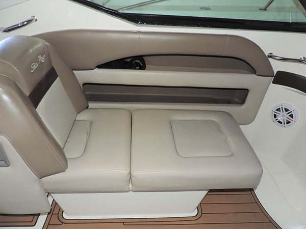 Seating 2011 SEA RAY 300 SLX Cruiser 2697690