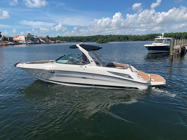 Adios Cash 2011 SEA RAY 300 SLX Cruiser 2697696