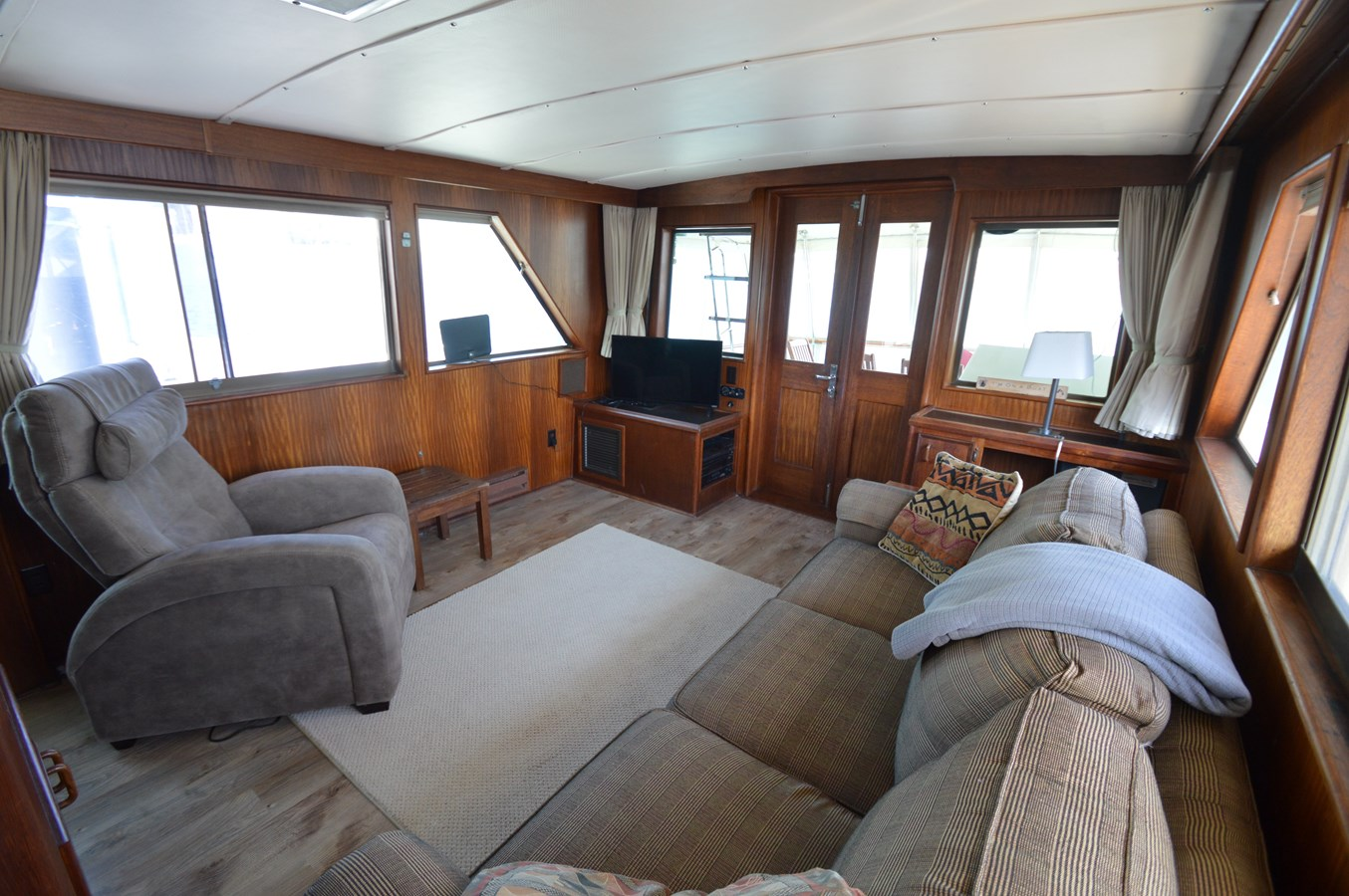 19 - 53 HATTERAS For Sale