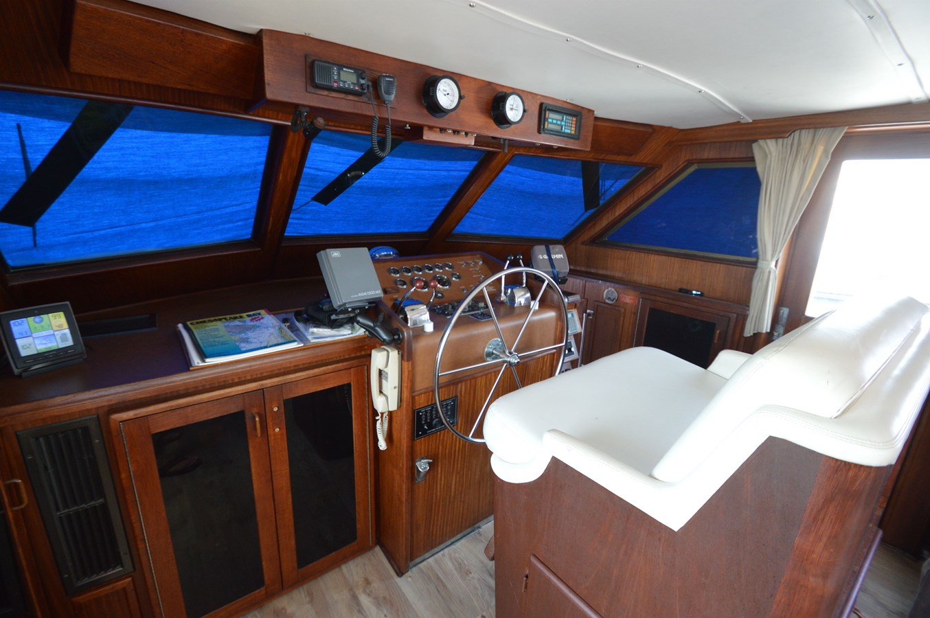 21 - 53 HATTERAS For Sale