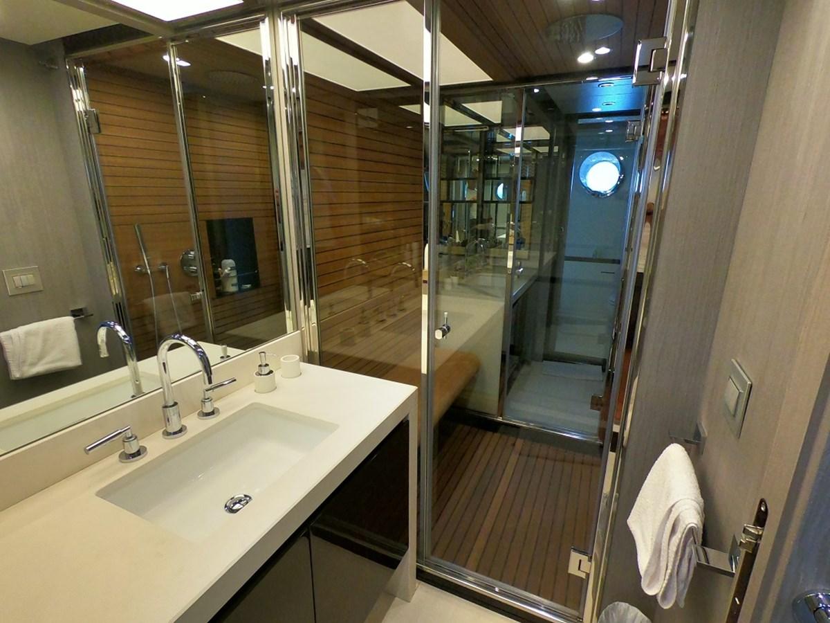 Master Bath 2018 AZIMUT  Motor Yacht 2847247