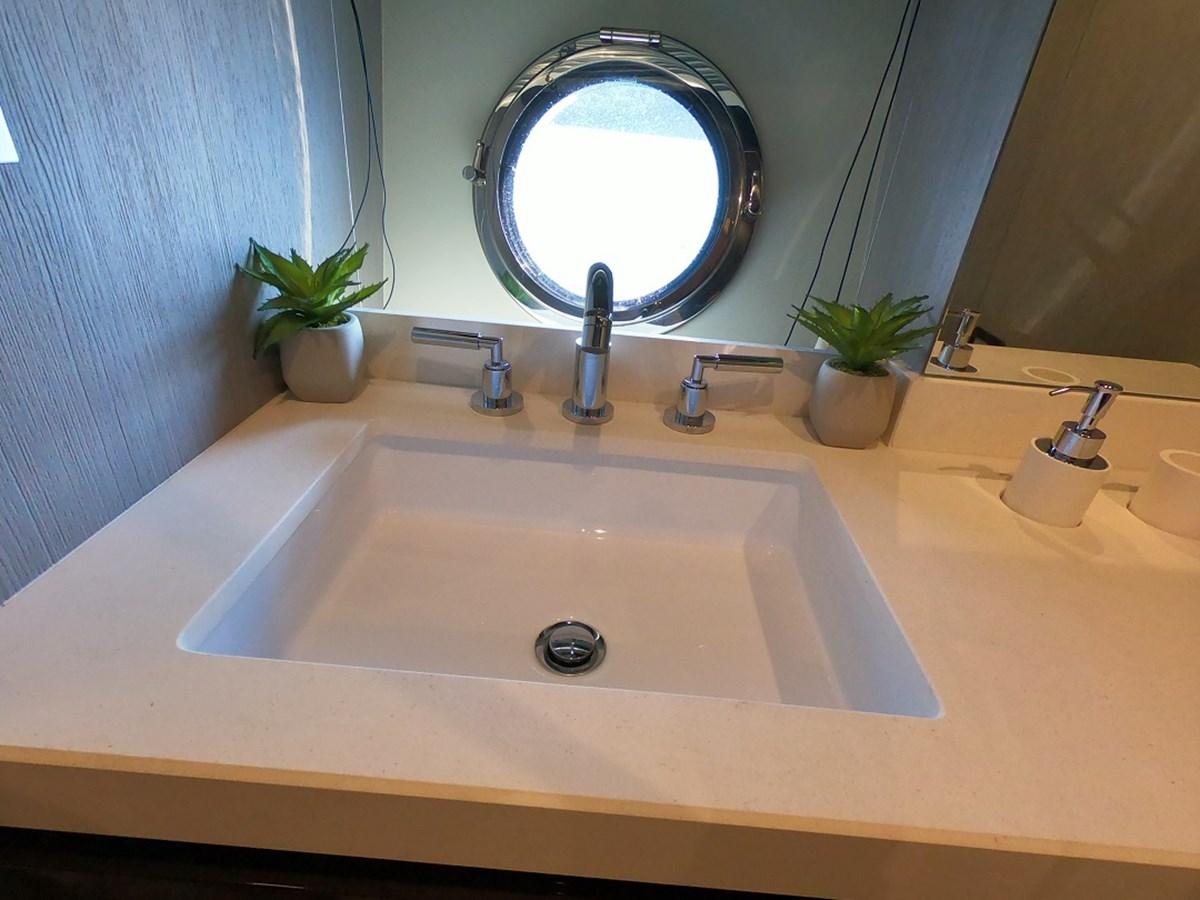 Guest Bath 2018 AZIMUT  Motor Yacht 2847255