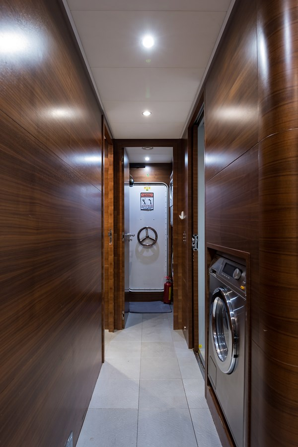 Crew Area 2008 LEOPARD Motor Yacht Motor Yacht 2698954