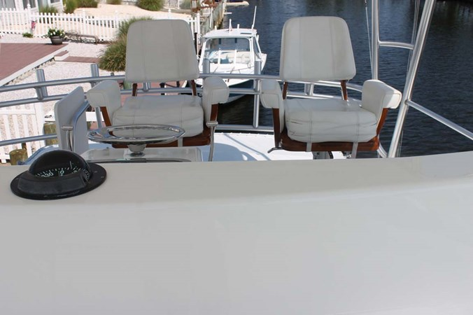 Helm Chairs with Cushions 2002 VIKING 52 Convertible Sport Fisherman 2698648