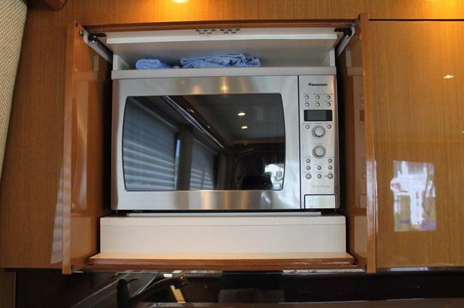 Microwave 2002 VIKING 52 Convertible Sport Fisherman 2698665
