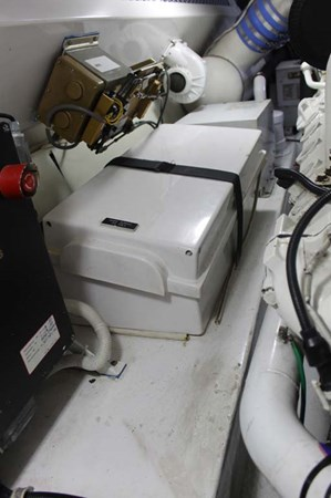 Engine Room 2002 VIKING 52 Convertible Sport Fisherman 2698687