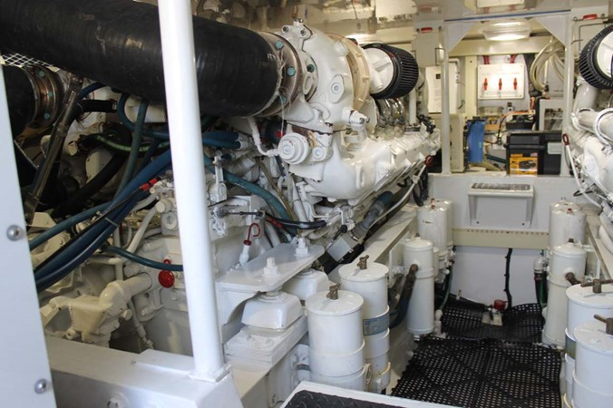 Engine Room 2002 VIKING 52 Convertible Sport Fisherman 2698690