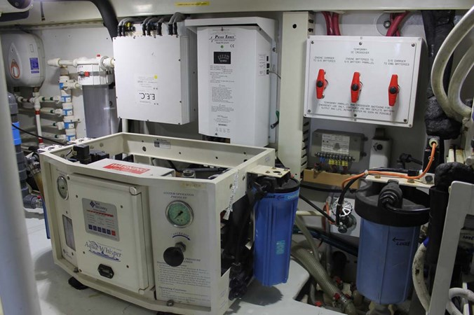 Engine Room 2002 VIKING 52 Convertible Sport Fisherman 2698694