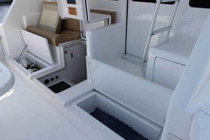 Cockpit Storage 2002 VIKING 52 Convertible Sport Fisherman 2698698