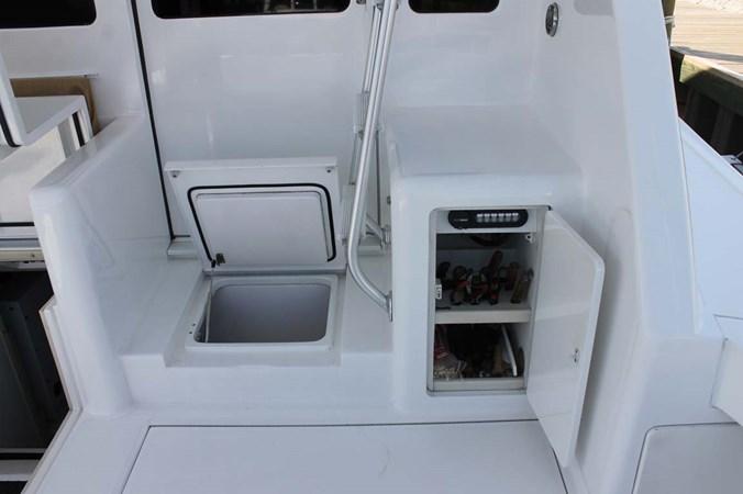 Cockpit Storage 2002 VIKING 52 Convertible Sport Fisherman 2698699