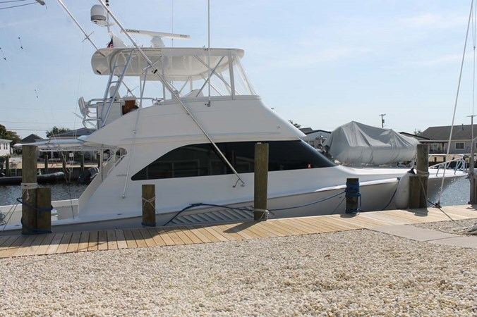 Port Side at Dock 2002 VIKING 52 Convertible Sport Fisherman 2698704
