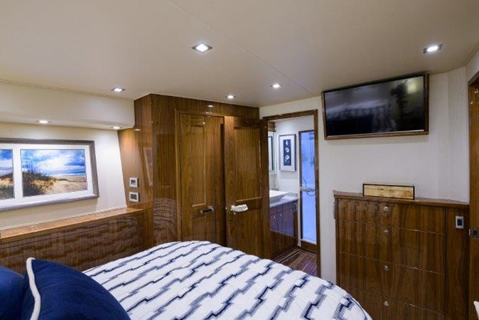 Port Guest Stateroom 2017 VIKING Enclosed Sport Fisherman 2698769