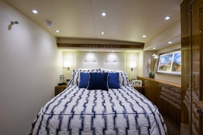 Port Guest Stateroom 2017 VIKING Enclosed Sport Fisherman 2698770