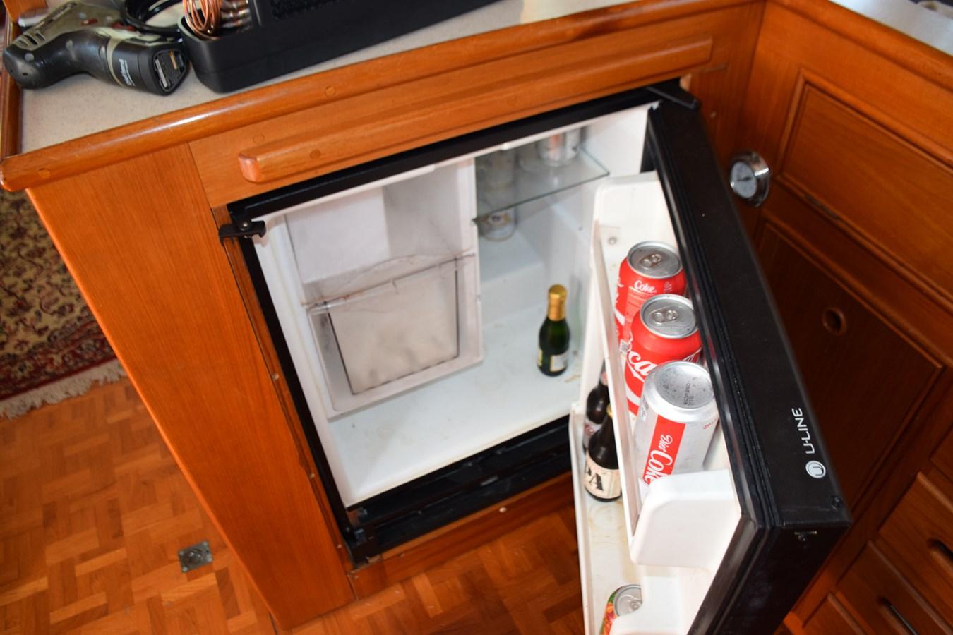 014 1998 GRAND BANKS Europa 42 Trawler 2701055