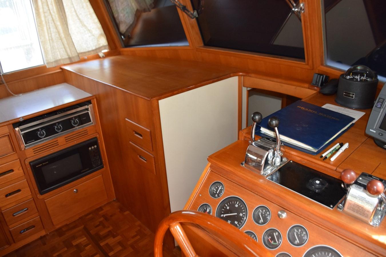 017 1998 GRAND BANKS Europa 42 Trawler 2701058