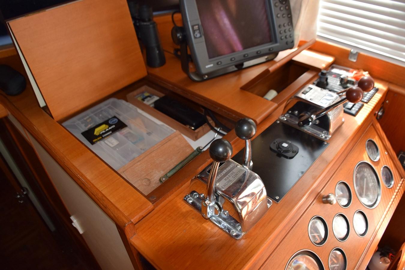 018 1998 GRAND BANKS Europa 42 Trawler 2701059