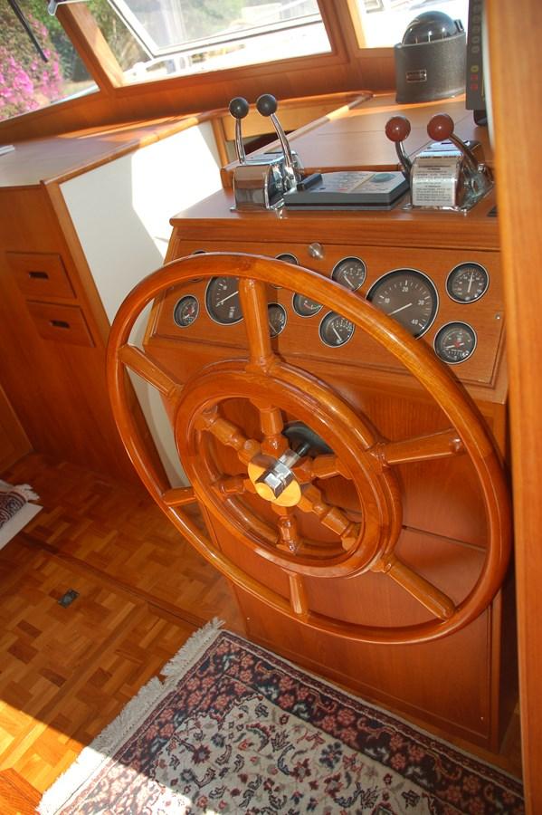 019 1998 GRAND BANKS Europa 42 Trawler 2701060