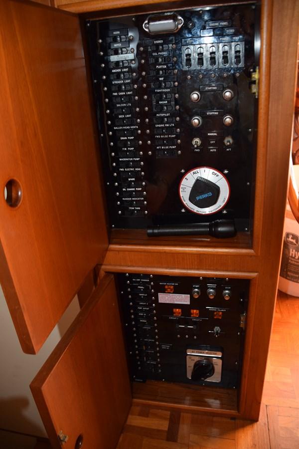 024 1998 GRAND BANKS Europa 42 Trawler 2701065