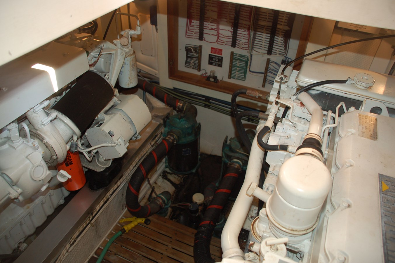 051 1998 GRAND BANKS Europa 42 Trawler 2701091