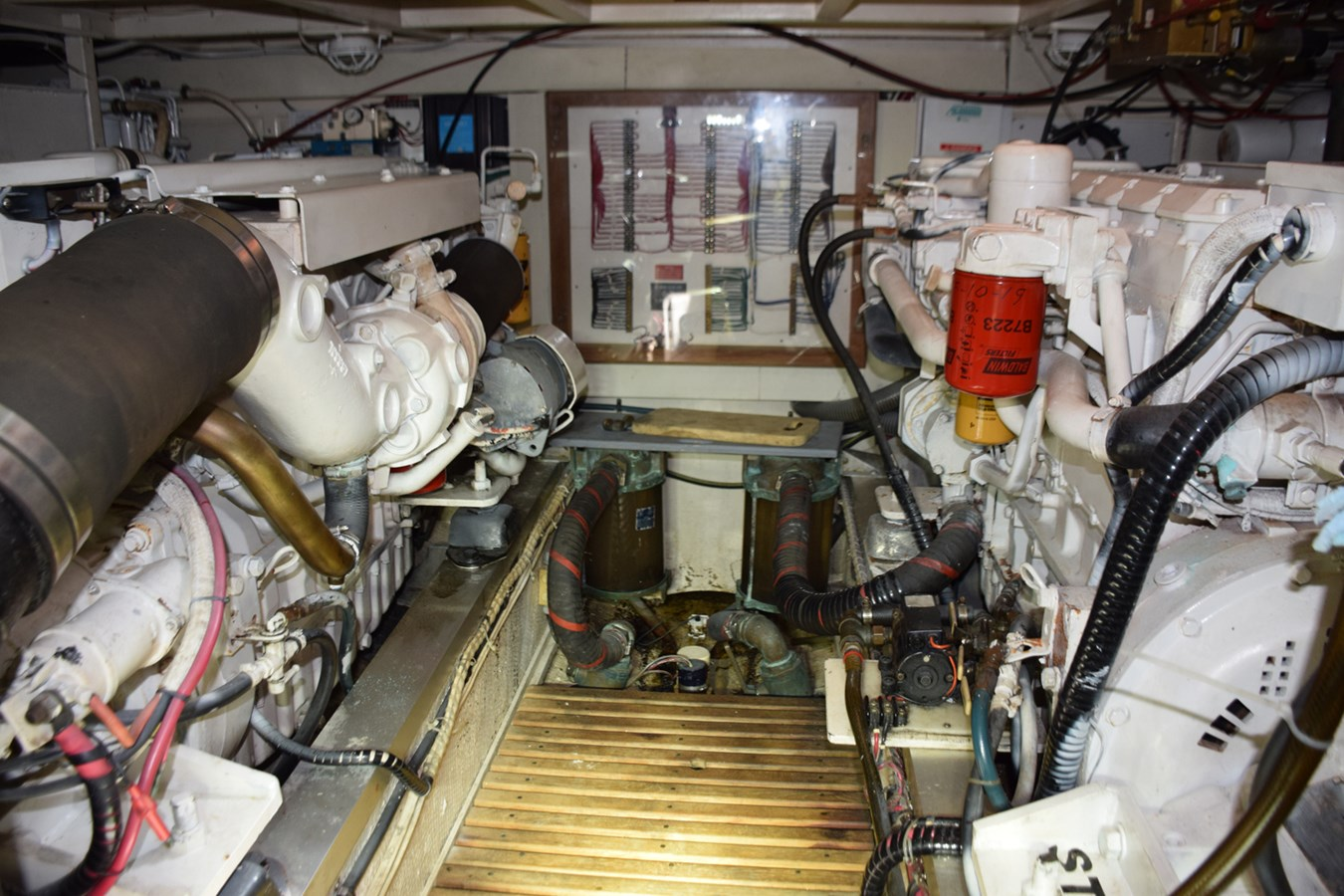 054 1998 GRAND BANKS Europa 42 Trawler 2701094