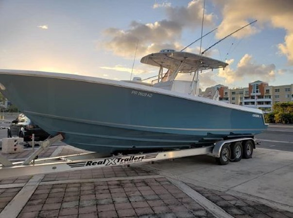 7226285_20190922142228132_1_XLARGE 2018 CONTENDER 35 ST Center Console 2702991