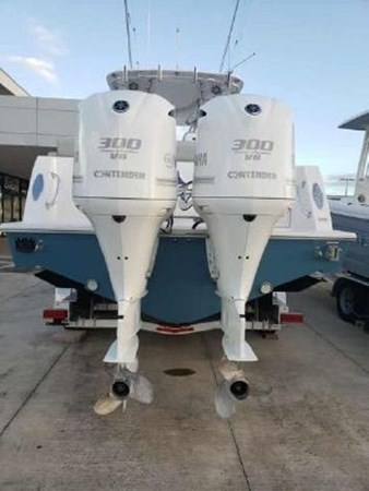 7226285_20190922142231963_1_XLARGE 2018 CONTENDER 35 ST Center Console 2702998